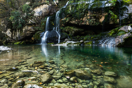 Clear water flowing from Virje waterfall in Slovenia. Imagens