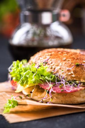 Fresh healthy bagel, take way brunch idea. Фото со стока