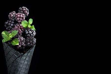 Frozen blackberry ice cream cone , border background template. Foto de archivo - 116910905