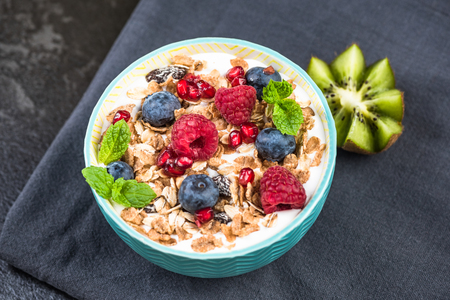 Muesli in bowl with fresh berry fruits. Reklamní fotografie