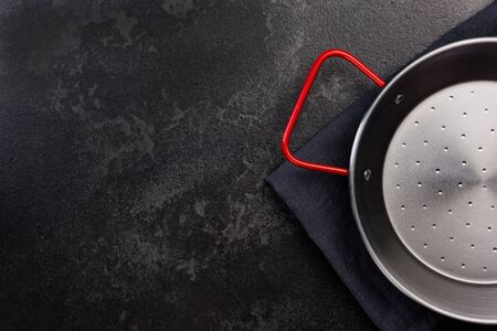 Paella Pan on Dark Background, Top View with Copy Space. 免版税图像