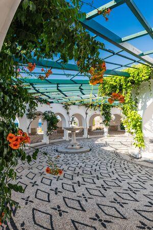 Kalithea Springs Therme Schönes typisch griechisches Interieur, Rhodos, Griechenland.