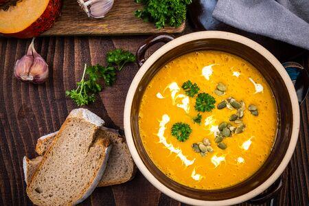 Homemade Pumpking Soup. Autumn Healhy Eating. Archivio Fotografico - 130873800