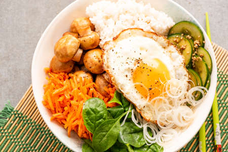 Colorful Fresh Vegetable and Egg Bowl. Healthy Food, Clean Eating. 免版税图像