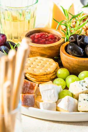 Tasty Appetizer Cheese Board with Various Food on Platter. 免版税图像