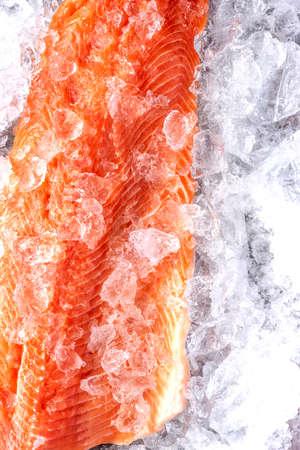 Fresh Salmon Fish  Fillet on Ice. 免版税图像