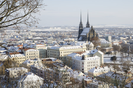 Wintry historic center of Brno city with Petrov cathedral, Czech republic Standard-Bild