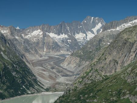 Alpine peaks, Uteraargletscher glacier and Grimselsee dam in Swiss Alps, Grimsel Pass, Switzerland Standard-Bild