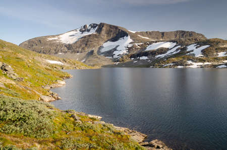 Summer landscape of Jotunheimen mountains with snow and lake, Norway, Scandinavia Standard-Bild