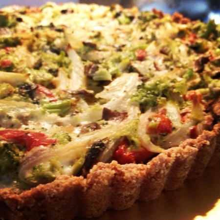 Veggie pie with goat cheese no flour the crust is made with almond flour Banco de Imagens