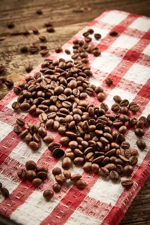 serviette: Coffee beans on serviette Stockfoto
