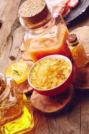 Stil: Spa stil llife with sea salt, oil and scrub for body on wooden background Stock Photo