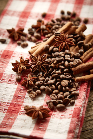 serviette: Coffee beans, cinnamon and star anise on serviette