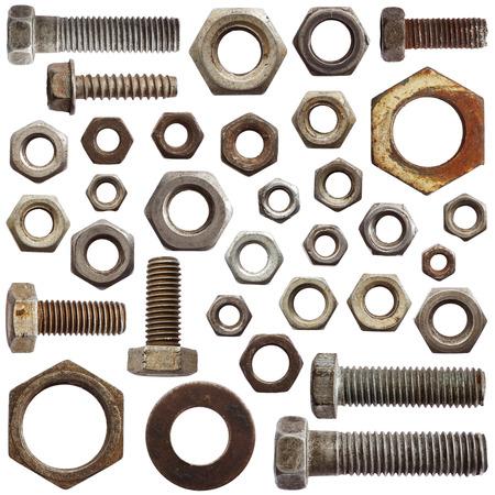 tuercas y tornillos: Conjunto de tornillos viejos y nueces aisladas sobre fondo blanco Foto de archivo