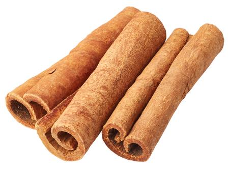 cinnamon stick: Cinnamon isolated on white background