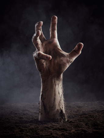 Hand of dead climbs out of the ground Banque d'images