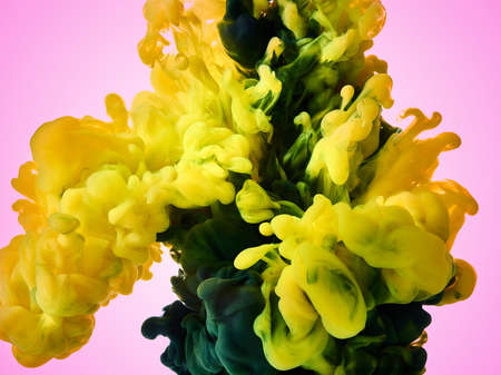 Color paint splash in water. Abstract background Banque d'images