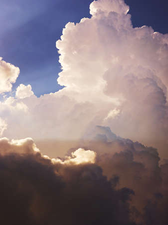 Amazing white clouds in dark blue sky Banque d'images