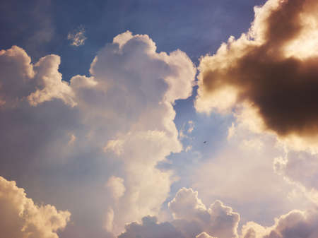Cloudy evening sky. Nature background Banque d'images - 152264097