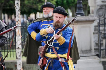 mosquetero: Kosice, Eslovaquia - 08 de mayo de 2016: Mosqueteros en el festival de la ciudad