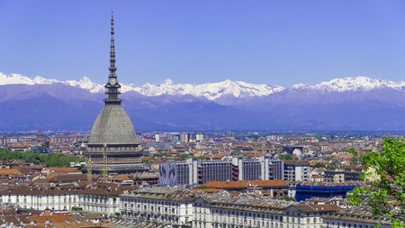 Turin Torino aerial timelapse skyline panorama with Mole Antonelliana, Monte dei Cappuccini and the Alps in the background. Italy, Piemonte, Turin. Banque d'images