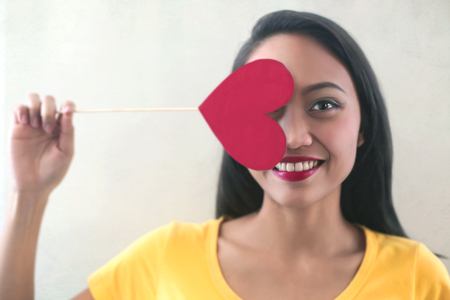 Asian woman with a paper heart Imagens