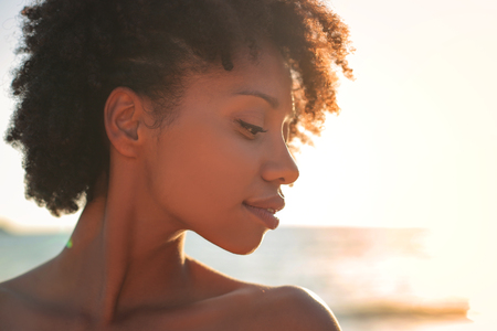 A portrait of an African-American girl at the sea Imagens