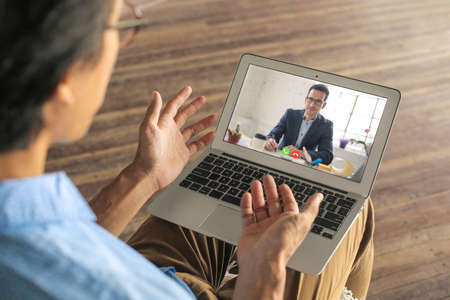 Man applying for a remote work. He is doing his interview on a video call. Stockfoto