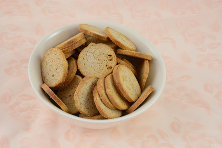 melba: Melba toast in bowl on tablecloth