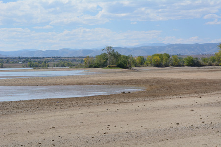 Increase of dry beach land with decreasing water level at Lake Standley reservoir in Westminster Colorado Imagens