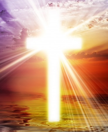 jesus on cross: Cruce apareciendo en el cielo del amanecer