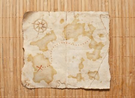 木製グランジ背景に、古い宝の地図 写真素材