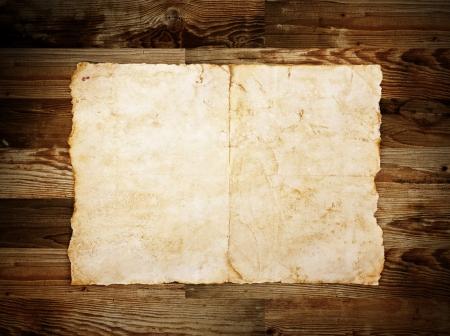 Oud papier op het hout achtergrond