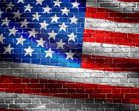 Vlag van de VS op bakstenen muur achtergrond Stockfoto