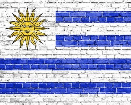 bandera de uruguay: Grunge bandera Uruguay en la pared de ladrillo