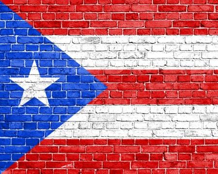 bandera de puerto rico: Grunge bandera Puerto Rico en la pared de ladrillo
