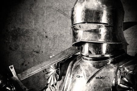 knight wearing armor and holding two-handed sword on his shoulder Stockfoto