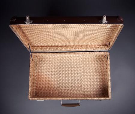 maletas de viaje: Tiro De Worn Maleta Vieja
