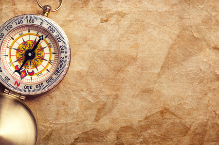 carte trésor: vieille carte au trésor avec boussole