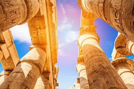 偉大な列柱ホールとカルナック神殿 (古代テーベ) の雲。ルクソール, エジプト 写真素材