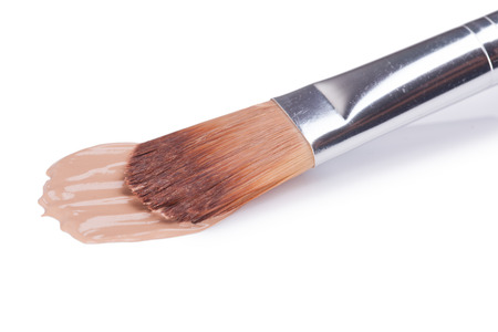 concealer: Close-up di matita correttore trucco su sfondo bianco Archivio Fotografico