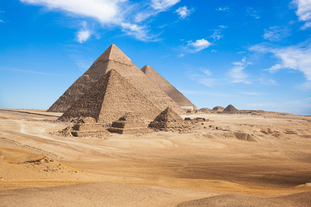 Egipt Kair - Giza. Ogólny widok piramid