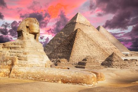 Egipto El Cairo - Giza. Vista general de pirámides con Esfinge