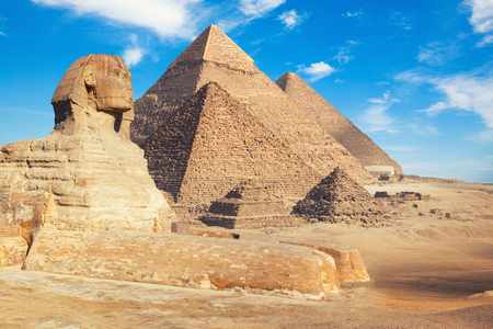 Egypt Cairo - Giza. General view of pyramids with Sphinx 免版税图像