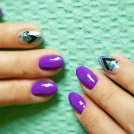 Female hands in manicure salon with a beautiful manicure Reklamní fotografie - 121845852