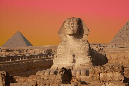 La Gran Esfinge y la Pirámide de Kufu, Giza, Egipto Foto de archivo