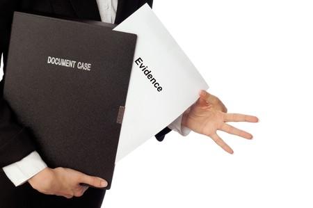 advocate: Investigador examina en detalles los materiales de pruebas informado por abogado  Foto de archivo