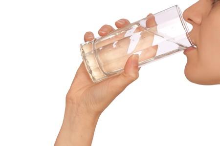 purified water: mujer beber agua mineral de la Luna