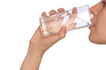 acqua vetro: donna di bere acqua minerale dal vetro Archivio Fotografico