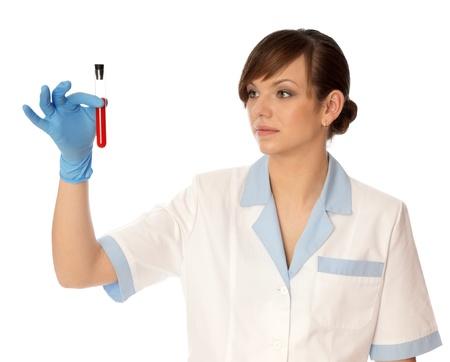 red tube: Doctor en guantes azules se llevará a cabo investigación un muestras de sangres en habitantes de la costa en la disponibilidad de la intoxicación Foto de archivo